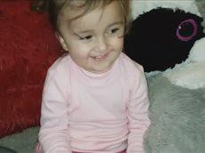 Полтора годика девочка поздравляет С Новым годом One and a half years old girl Happy New Year.mp4